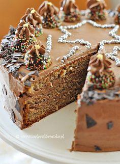 hazelnut cake with chocolate cream Create A Cake, Hazelnut Cake, Brownie Cake, Chocolate Cream, Food To Make, Cupcake Cakes, Cake Recipes, Cake Decorating, Food And Drink