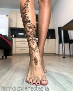 So beautiful ornamental tattoo! So beautiful ornamental tattoo! tattoos So schönes Ziertattoo! Some Great Wedding Flower Ideas Flowers play a sizeable position in setting the theme of your complete wedding ceremony. Henna Tattoo Designs, Diy Tattoo, Tatoo Henna, Flower Tattoo Designs, Tattoo Ideas, Tattoo On Leg, Mandala Tattoo Leg, Henna Tattoo Sleeve, Black Sleeve Tattoo