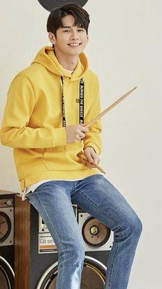 Ong Seongwoo, Jinyoung, Pop Group, Singer, Kpop, Produce 101, Yellow, Image, Fashion
