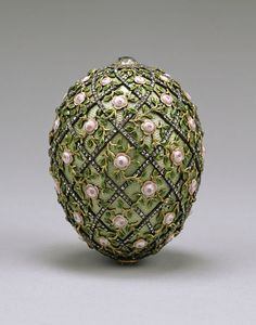 The Rose Trellis egg made by Peter Carl Fabergé in 1907 for Tsar Nicholas II of Russia. It is now in the Walters Art Museum in Baltimore, Maryland. Tsar Nicolas Ii, Tsar Nicholas, Zar Alexander, Zar Nikolaus Ii, Fabrege Eggs, Rose Trellis, Miniature Portraits, Imperial Russia, Glass Art
