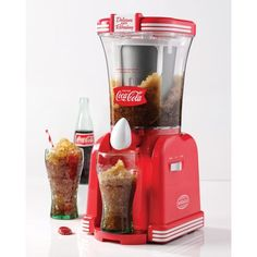Do you remember drinking ice-cold Coca-Cola slush drinks on a hot summer afternoon? You can relive those great memories with this Coca-Cola Drink Slush Maker Cool Kitchen Gadgets, Cool Gadgets, Cool Kitchens, Machine Slush, Smoothie Machine, Slush Maker, Frozen Drinks, Cooking Gadgets, Furniture