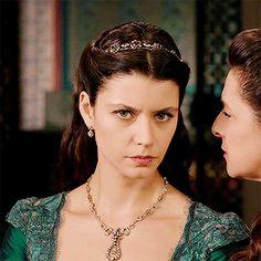 Divas, Kosem Sultan, Gold And Black Dress, Catherine The Great, Turkish Fashion, Medieval Dress, Ottoman Empire, Bright Stars, Girl Gifs