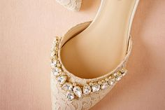 Not a heels girl? Your wedding shoes don't need a wobbly stiletto to be classy and glamorous—these fancy flats are just as Cinderella-worthy. Bridal Flats, Wedding Flats, Wedding Day, Wedding Things, Pinterest Foto, Bridal Gowns, Wedding Dresses, Girls Heels, Princess Charlotte