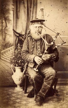 wonderful old studio portrait of a piper. Wish I knew his name! Scottish Dress, Scottish Clothing, Scottish Culture, Vintage Photographs, Vintage Photos, Highland Whisky, Ww1 History, England And Scotland, Historical Pictures