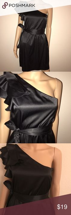 A beautiful Aiden Matrix dress black size 10 A beautiful one shoulder dress in black preowned in excellent conditions. Size 10 Billabong Dresses One Shoulder