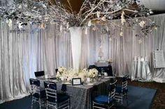 salle de mariage décorée en blanc et argenté