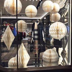 WEBSTA @ yoom_27 - #christmas #winter #windowdisplay #vm #burberry