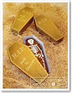 "Free printable ""treat coffins"" for Halloween"