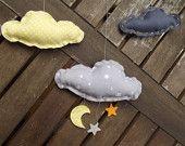 mobile nuages jaunes et gris de Floriane sur Etsy Le Panda Roux