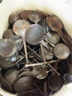 Boterlepel uit India. Deze gebruiken ze om boter uit een ton te scheppen en dan mee te koken. Leuk als decoratie of om er bijv een waxinelichtje op te zetten. www.buitengewoonmooi.com