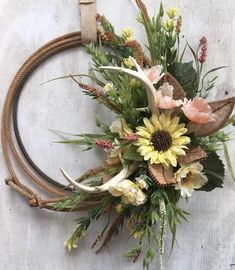 Spring lariat wreath with Antlers. Rustic country Decor with Deed Antlers. Lasso wreath with or without Antlers. Western Wreaths, Country Wreaths, Western Decor, Rustic Wreaths, Western Crafts, Cowboys Wreath, Antler Crafts, Rope Crafts, Diy Crafts