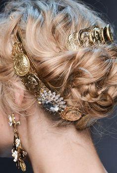 Aphrodite Goddess of Love & Beauty Princess Aesthetic, Character Aesthetic, Aesthetic Shop, Gold Aesthetic, Greek Gods, Greek Mythology, Narnia, Updos, Queen
