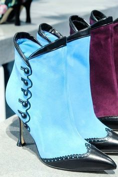 victorian side buttons and wing tips - Manolo Blahnik Autumn/Winter 2014-15 Ready-To-Wear #manoloblahnikheelsfallwinter #manoloblahnikheelsblue