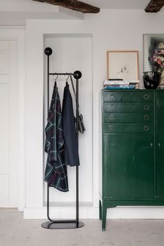 Ferm Living's Pujo coat stand features a sleek, minimalistic metal structure that can be used for hanging coats, hats and bags. The geometrical appearance of Pujo coat stand is finished with wooden balls on the top. New Bedroom Design, Coat Stands, Small Storage, Coat Storage, Danish Design, Scandinavian Design, Wardrobe Rack, Design Trends, Home Accessories