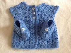 Ensemble Layette Bleu Brassière et chaussons au crochet Taille Naissance : Mode Bébé par coeur-de-layette