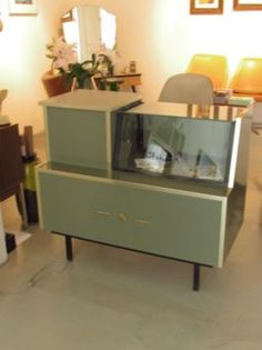 https://i.pinimg.com/236x/1a/33/35/1a3335eb88637607a88facc00669affd--furniture-storage-retro-vintage.jpg