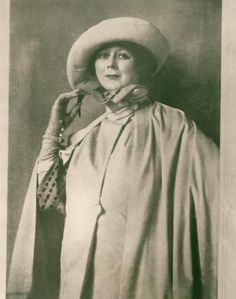 Isadora Duncan wearing hat and wrap in 1922.The shawl was hand-painted silk by…