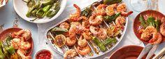 Mit dem REWE Rezept geht's spanisch zu auf dem Grill: zu Garnelen gesellen sich kleine, grüne Bratpaprika namens Pimientos de Padrón, die es sonst als Tapas gibt. »