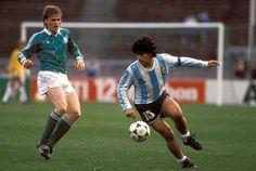 Uli Borowka y Diego Maradona en el Alemania-Argentina en 2 de Abril de 1988.