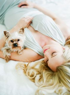 gorgeous film maternity with a doggy :)