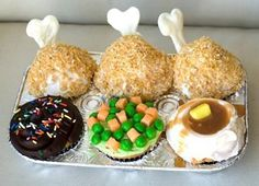 TV dinner cupcakes Poirier Make these! I still want to try your other cupcakes ; Cupcakes Design, Cupcakes Cool, Themed Cupcakes, Decorated Cupcakes, Sweet Cupcakes, Thanksgiving Cupcakes, Thanksgiving Food, Turkey Cupcakes, Thanksgiving Prayer