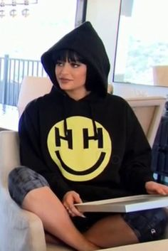 Kylie Jenner in Keeping Up With The Kardashians S11E04