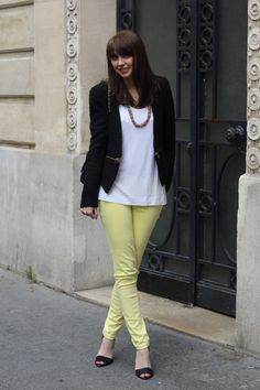 Emilie the Brunette & son slim jaune pastel Jennyfer