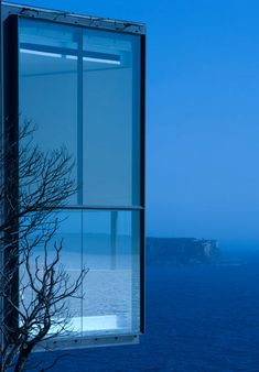 photos of the Holman House, a modern and dramatic home by Durbach Block Jaggers. The award-winning house is perched upon a 70 meter cliff over the ocean Architecture Résidentielle, Amazing Architecture, Cliff House, My House, Future House, Home Design, Interior Design, Modern Interior, Interior Decorating