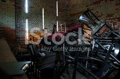 Stare krzesła Magazine – zdjęcie typu royalty-free