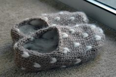 Never heard of thrumming until the other day.  I want these!    thrumslippers by dull-roar, via Flickr