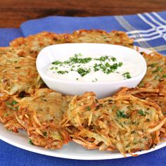 The traditional potato pancakes made from grated potatoes and onion has much more appealing texture both inside and outside. This pancake recipe uses grated Yukon gold potatoes and onion to get the desired crisp taste and texture. How To Cook Pancakes, Potato Pancakes, Potato Latkes, Pancakes Easy, Celeriac, Cooking Recipes, Healthy Recipes, Healthy Dinners, Delicious Recipes