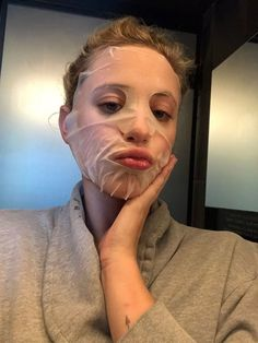 The Riverdale actress took Vogue along for a thrilling night of fun and fashion. Riverdale Funny, Riverdale Memes, Riverdale Cast, Betty Cooper, Lili Reinhart And Cole Sprouse, Riverdale Cole Sprouse, Have A Great Night, Reaction Pictures, Beautiful Actresses