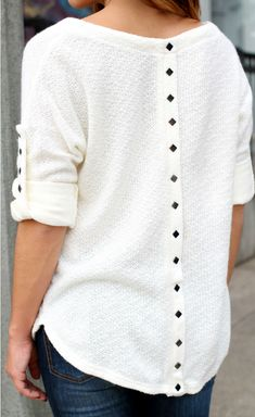 Elbow-sleeved white sweater with grommets