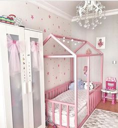 Bom dia com esse quartinho lindo!!💕💕 Via IG @viintagefairy . #decoracaoinfantil #kidsdecor #quartodebebe #quartodemenina #quartoinfantil #encantosdefestas #mademenina #baby #babygirl #girlroom