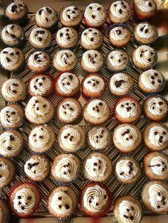 Mini cupcakes de vainilla con ganache de chocolate y amaretto