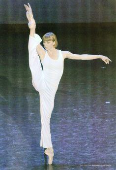 "Sylvie Guillem in ""La Luna"" ch. Maurice Béjart (by Yiannakis Ioannides)"