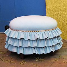 This is so cute, if I saw it I would have to sit down. Right on this tuffet. Except then I wouldn't be able to see much of it.