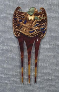 Eugène Samuel Grasset (1841-1917) - Hair Comb. Carved Tortoiseshell, Gold and Enamel. France. Circa 1900.