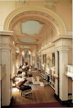 The Long Library, Showing the Organ. Palacio de Blenheim