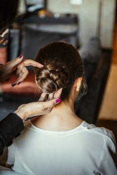 La boda de Sara y Javi en Segovia Hairstyle Look, Bride Hairstyles, Bride Hair Flowers, Wedding Styles, Braids, Hair Styles, Blog, Weddings, Home