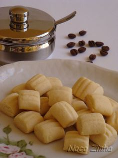 Vamos lembrar o passado com algo bem simples pra hora do cafezinho? Faça sequilhos de fécula de batata! A família agradece!