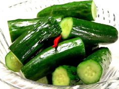 食べ頃の胡瓜の漬け物は、まさに夏のおつまみの決定打。簡単にできて、確実においしい、きゅうりの塩漬けの作り方をご紹介します。