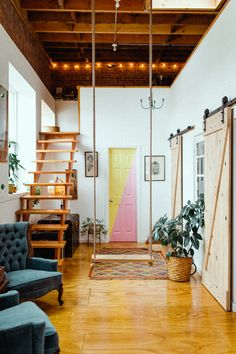 How This Brooklyn Loft Became One of the Most Popular Airbnbs in the World Studio Loft Apartments, Loft Spaces, Small Apartments, Small Spaces, Loft Studio, Loft Apartment Decorating, Apartment Interior, Garage Loft Apartment, Interior Decorating