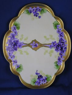 Offered for purchase is a beautiful Gerard, Duffraisseix & Abbott (GDA) Limoges Julius H. Brauer Studio Violet Design Tray (Signed M. Old Plates, China Plates, Sweet Violets, Antique Paint, Charger Plates, China Painting, Vintage Dishes, Pansies, Painted Porcelain