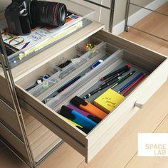 Sistemo tidies up your desk!  --  Sistemo ti sistema la scrivania!