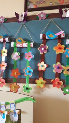 Guirnaldas para el dia de la primavera Diy Classroom Decorations, Classroom Crafts, Preschool Crafts, Easy Crafts, Diy And Crafts, Crafts For Kids, Arts And Crafts, Paper Crafts, Class Board Decoration