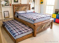1001pallets-com-farmhouse-pallet-bed-with-rolling-trundle-600x440
