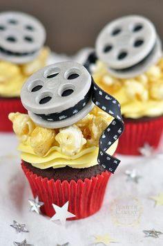 How To Make Fondant Movie-Themed Cupcake Toppers - Movie - Ideas of trending and latest movie - - Movie reel cupcake tutorial and how-to by Juniper Cakery Movie Cupcakes, Themed Cupcakes, Cute Cupcakes, Cupcake Cookies, Movie Theme Cake, Popcorn Cupcakes, Valentine Cupcakes, Theme Cakes, Pink Cupcakes