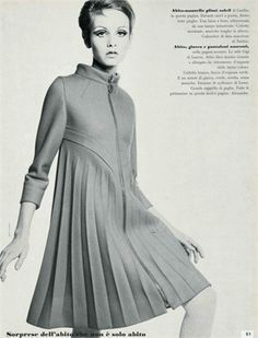 Twiggy in dress by Pierre Cardin Photo by Bert Stern 1967 Vogue Italia, April I think this would look great as a coat 60s And 70s Fashion, Retro Fashion, Vintage Fashion, Pierre Cardin, Estilo Twiggy, Twiggy Model, Twiggy Style, Modelos Fashion, French Fashion Designers