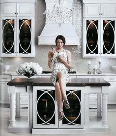Ok, thats a gorgeous modern white kitchen - Love the shimmer backsplash